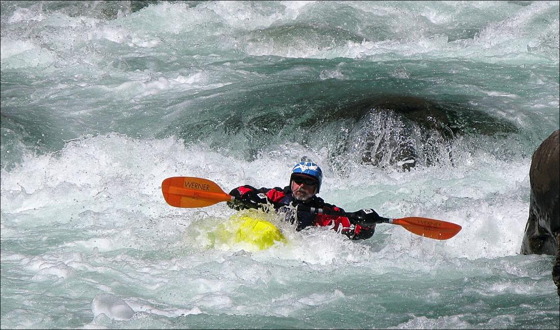 Henry_L._kayaker_rapids_Paro_Chu.