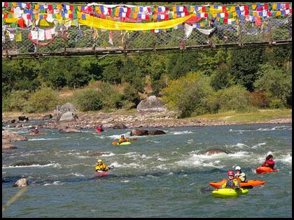 Prayer_flags_paddlers_kayakers_Chumkar_Chu_Bhutan