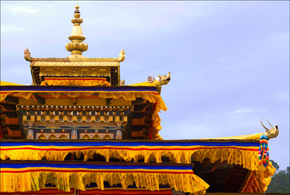 Colorful_fabric_roofline_Punakha_Dzong_coronation_fifth_king_Bhutan.