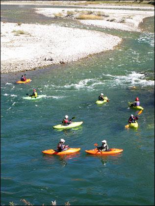 put_in_pool_kayakers_Bhutan_Paro_Chu