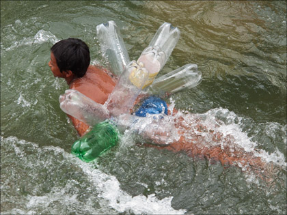 Boy_plastic_bottles_Swimming_Rio_Misahualli_Ecuador
