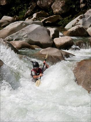 Dan_Dixon_kayaker_Rio_Piatua_Cushion_Ecuador