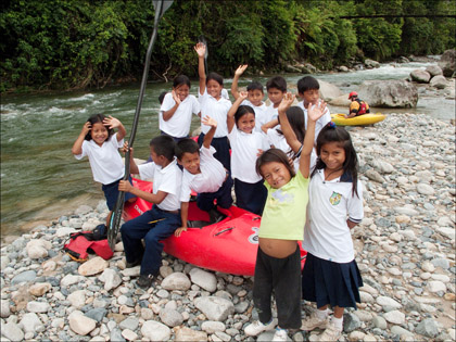 Children_school_kayak_Rio_Tena_Ecuador