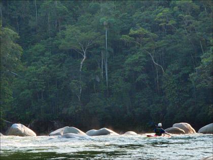 Mary_DeRiemer_kayaker_Rio_Piatua_horizon_line_Rapid_Ecuador