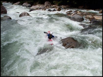Mary_DeRiemer_kayaker_Rio_Misahualli_Ecuador