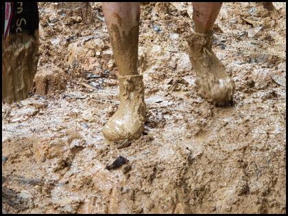 Muddy_feet_kayaking_trail_Rio_Jondachi_Ecuador
