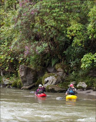 Kayaker_c-1_Rio_cosanga_Ecuador