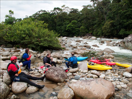 Kayakers_lunch_rapid_rio_Piatua_Ecuador