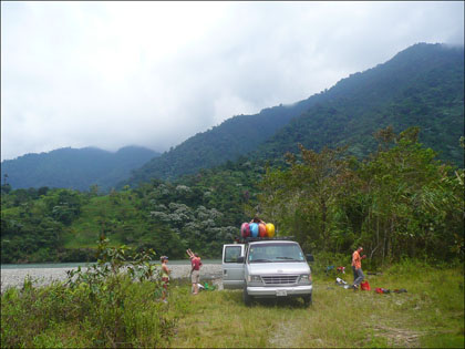 Take_out_salado_rio_Quijos_Ecuador_kayaking