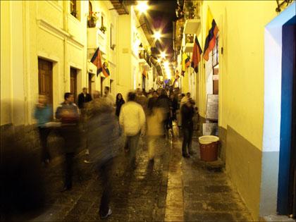 La_Rhonda_Quito_Ecuador_night_walking
