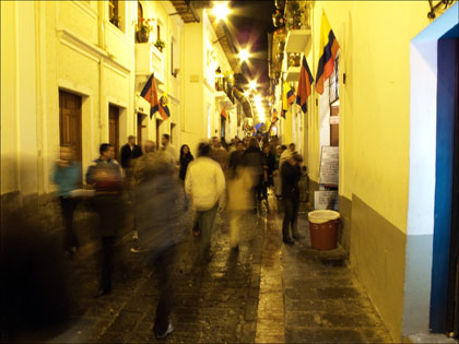 La_Rhonda_Quito_Ecuador_night_walking