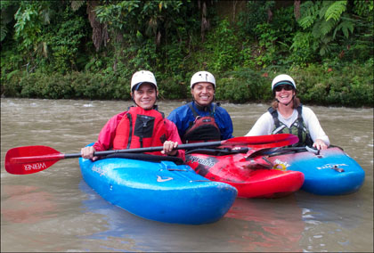 kayakers_rio_Tena_beginners_smiling_Ecuador.