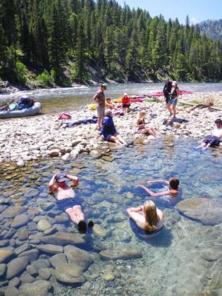 Hotspirngs_Middle_Fork_Salmon_Idaho_kayakers