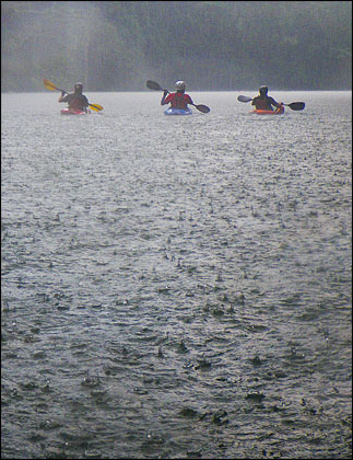 Kayakers and rain on the Rio Hollin, Ecuador