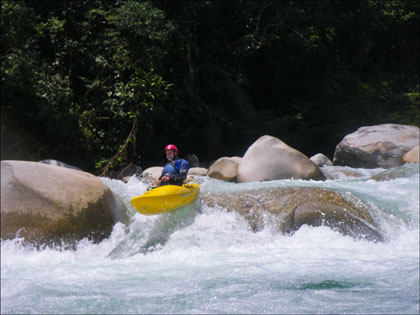 C-1, Paddler_Rio_Piatua_Ecuador