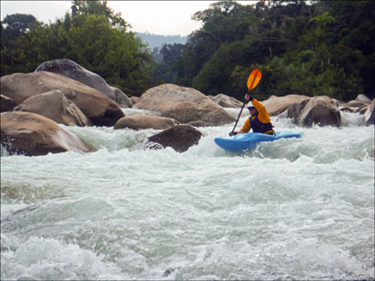 Kayaker_Rio_Piatua_Ecuador_whitewater