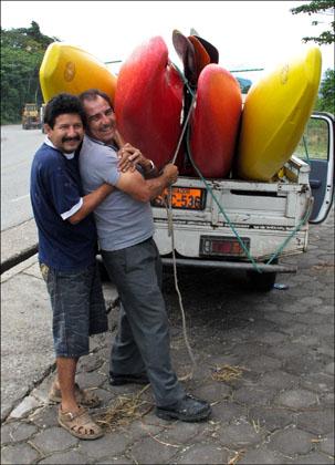 Truck_kayaks_drivers_Rio_Piatua