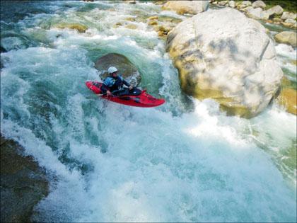 Kayaker_boor_rio_Piatua_Ecuador