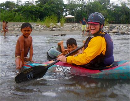 Kayaker_kids_swimming_Ecuador