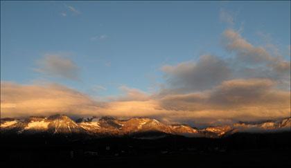 Sawtooth_Mountains_Sunrise_golden_Light_Idaho
