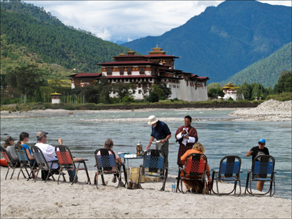 Lunch with a view at the confluence of the Mo and Po Chu (rivers) in the Punakha valley.