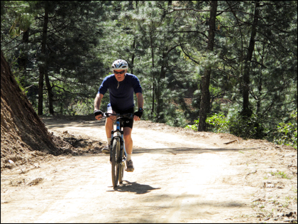 Mountain_bike_Punakha_valley_Bhutan
