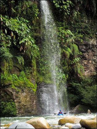 Kayaker_tropical_waterfall_Jondachi