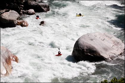 Mo Chu_Kayaker_Kali_Bhutan