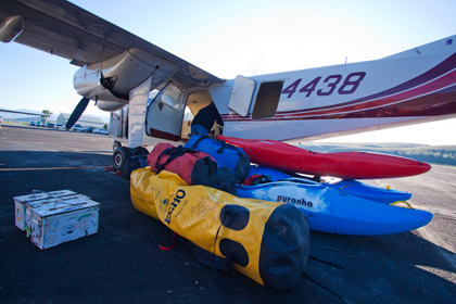 Plane, dybags, kayaks,loading