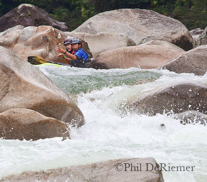 kayakers_Piatua_Jaime Dalgo_Ecuador