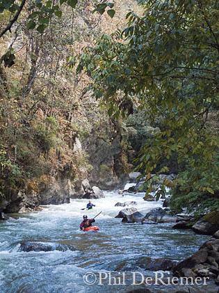 Kayakers_Dang_Chu_Bhutan