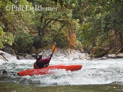kayaker_Dang_Chu_Bhutan