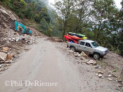 Truck_kayaks_Dang_Chu_Bhutan