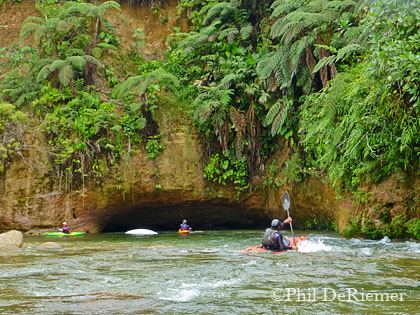 Kayakers_cave_ecuador
