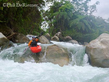 Kayaker_Misahualli_Ecuador_boof