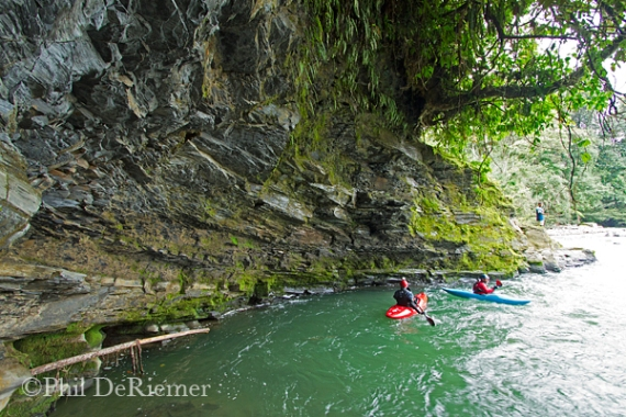 Kayakers_Cave_Misahualli_Ecuador