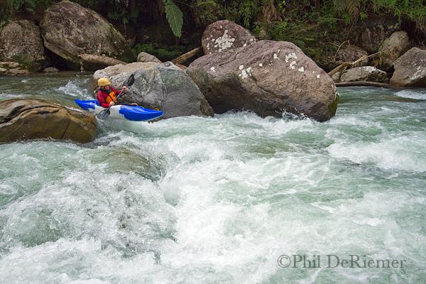 Kayakaer_Boof_Ecuador