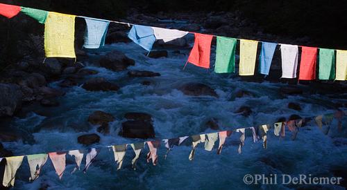 Prayer_flags_Bhutan_river