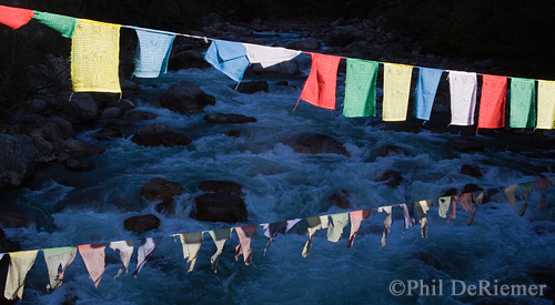 Prayer_flags_Bhutan_river