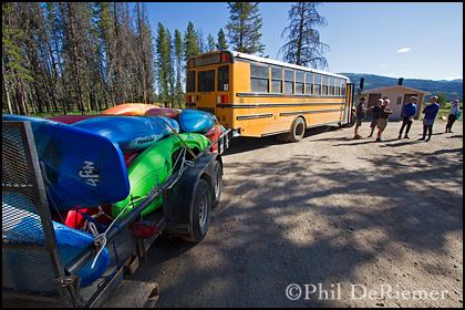 Bus_kayaks_trailer