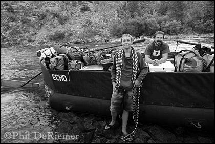 Swwep_raft_boatmen