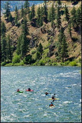 kayaks_river_scenic