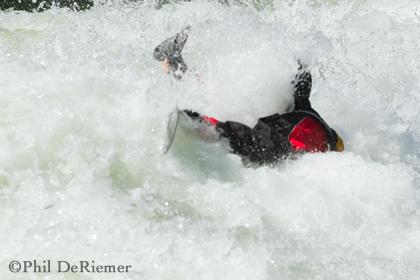 kayaker_wave_face shot
