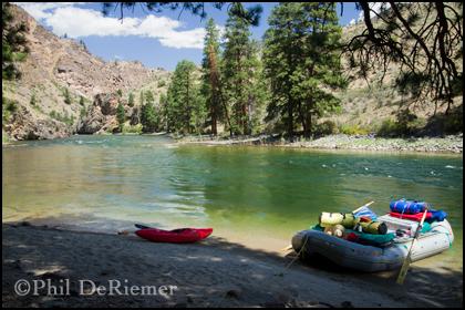 Raft_kayak_scenic_beach