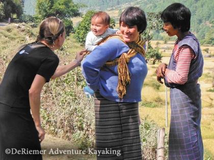 Bhutan_Mother_daughter
