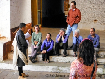 Our cultural guide Karma teaches us about Buddism. Punakha Dzong.