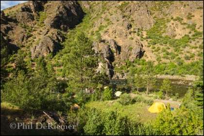 River_camp_rafts_tents_Selway