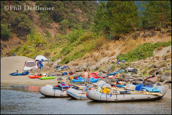 rafts_kayaks_river_camp_Rogue