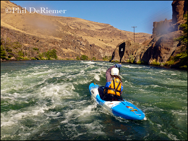 kayaker_rapid_Deschutes