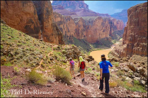 Hikers_Grand_Canyon_emmenence